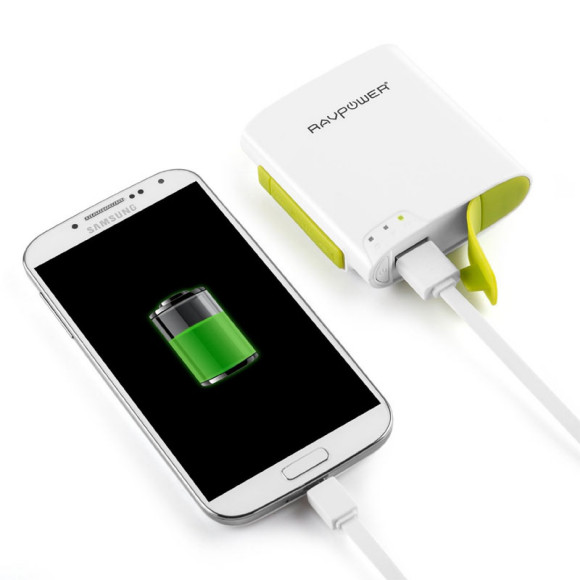 RavPower Filehub allows portable phone charging with a 6000mAh battery pack