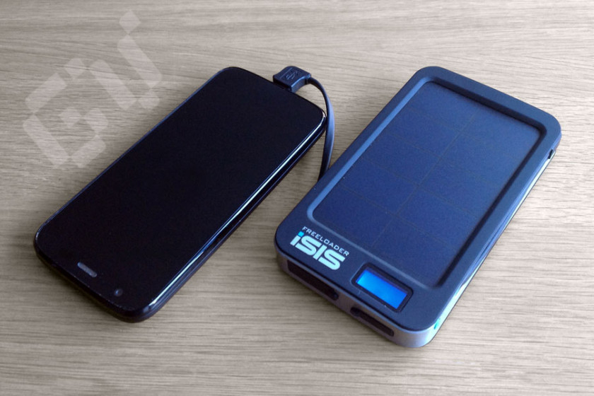 Charging a Moto G using the iSIS Freeloader solar phone charger