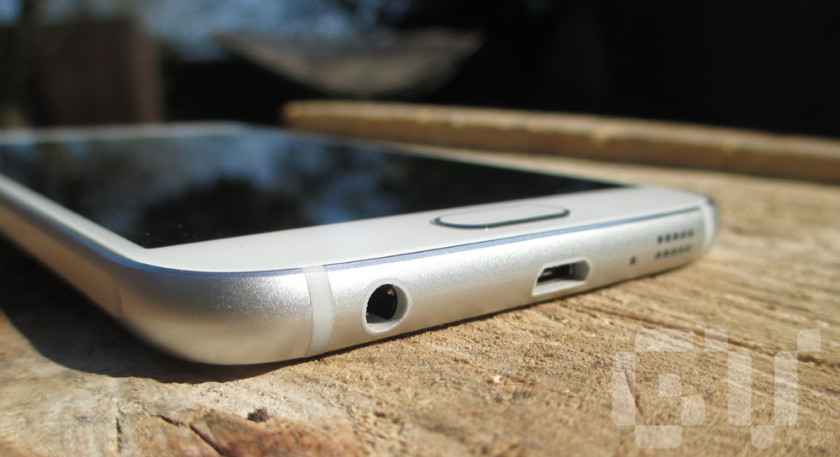The Galaxy S6 with bottom facing speaker and micro usb port