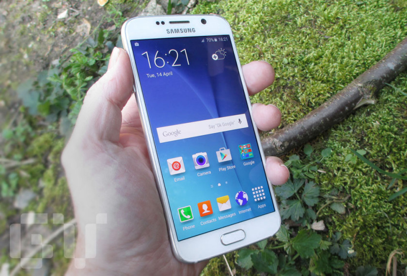 The Galaxy S6 display is amazingly vibrant even in bright sunshine