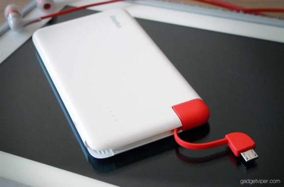 A view of the intergrated USB charging cable on the EasyAcc 4000 mAh PowerBank