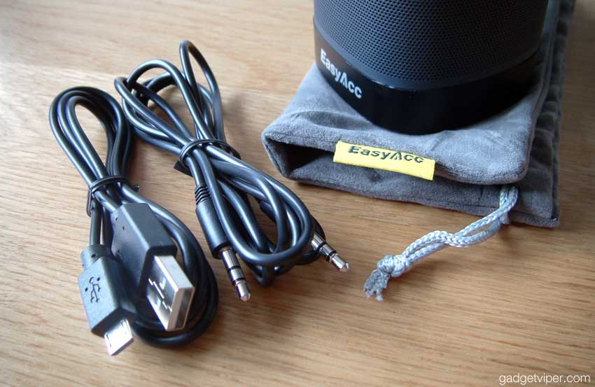 The DP100 comes with a good quality drawstring carry pouch, micro USB and AUX cables.