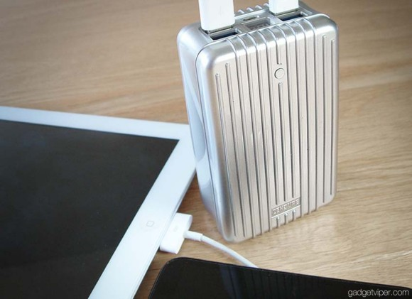 The Zendure battery pack recharging an iPad and android smartphone