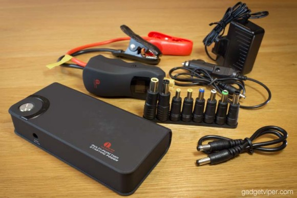 The 1byOne car jump starter and accessoires