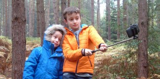 The EasyAcc bluetooth monopod selfie stick review