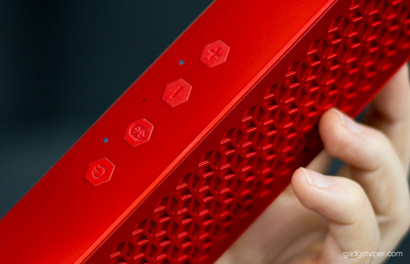The Creative MUVO control buttons and front speaker grill