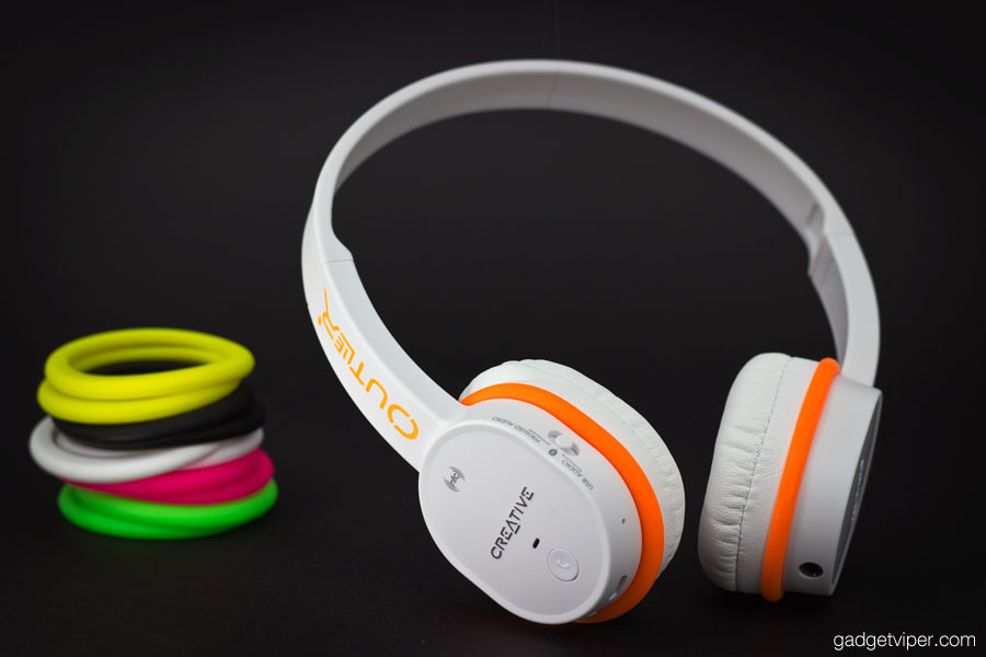 The 6 available colours of acoustic bands on the Creative Outlier bluetooth headphones