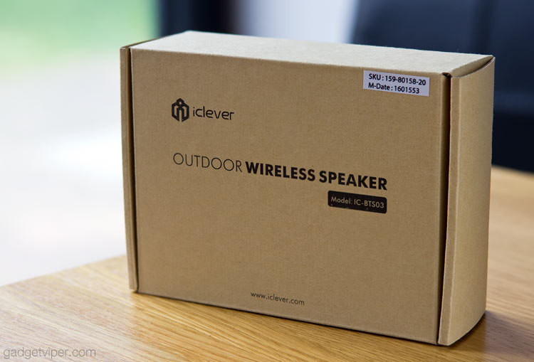 iClever IC-BTS03 outdoor speaker packaging