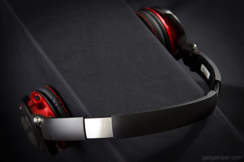 The headband adjustment on the Sound Blaster EVO wireless headphones