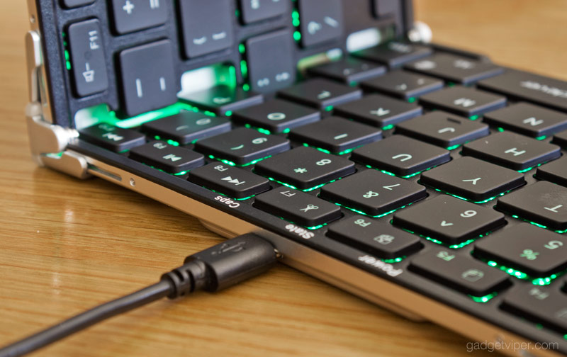 The USB connection and backlit keys on the iClever foldable keyboard