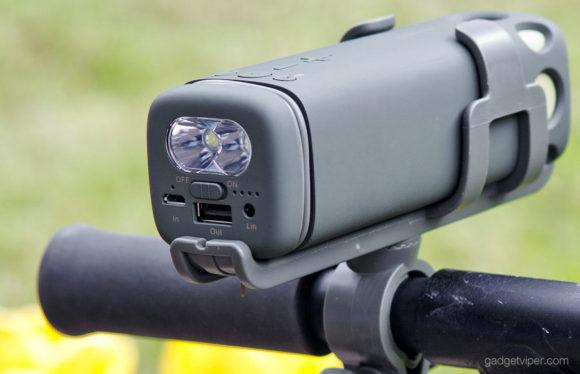The PURIDEA i2 mounted on a handlebar