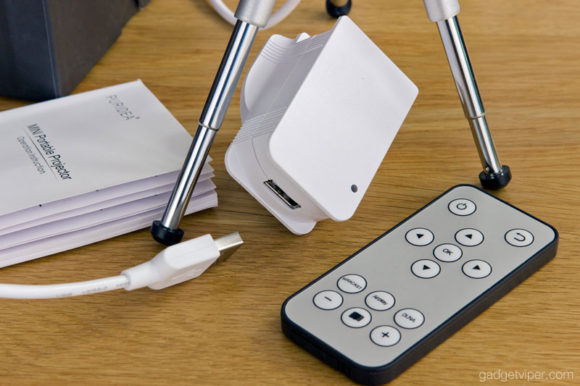 The charger and remote that comes with the PURIDEA wireless projector