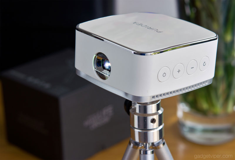 The PURIDEA projector looks almost like an Apple product with its classy design and build quality