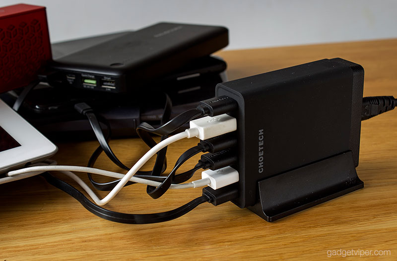 Charging six devices on the Choetech Quick charge 3.0 charging station