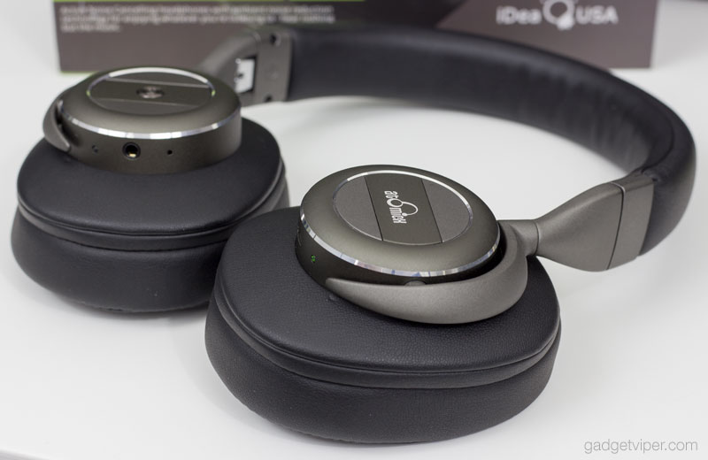 The features on the V203 AtomicX Wireless headphones from IdeaUSA