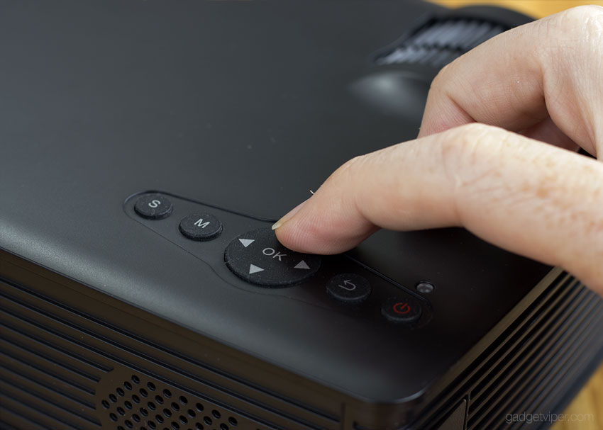 The controls on the Mpow Mini projector