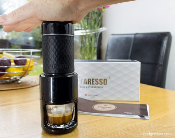 Manually pumping the Staresso portable Espresso maker