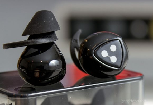 The Left and Right earbuds on the Syllable Wireless Earbuds