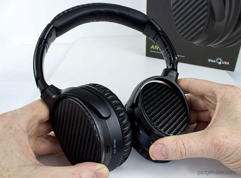 The AtomicX V201 headphones are similar in appearence to the Bose Quiet Comfort 35's