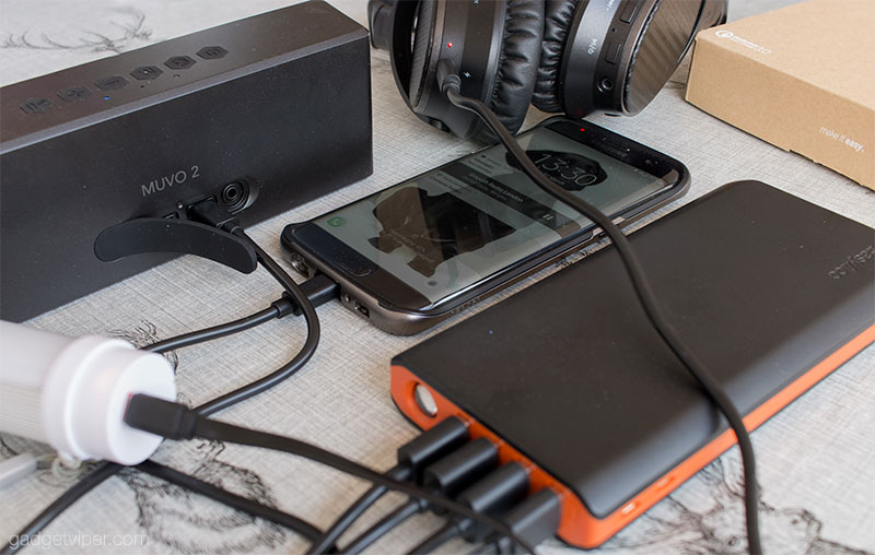 Charging multiple devices on the EasyAcc Quick Charge 3.0 power bank
