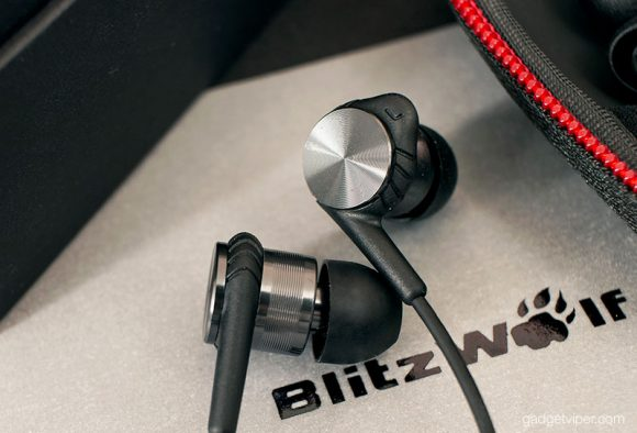An up close look at the BW-VOX1 Hybrid earphones from BlitzWolf