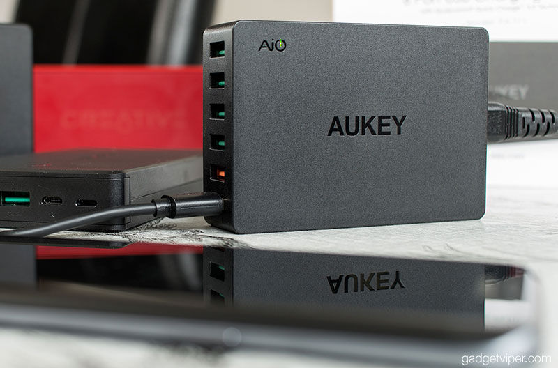 A review of the AUkey 6-port Charging Station featuring two Qualcomm Quick Charge 3.0 USB ports