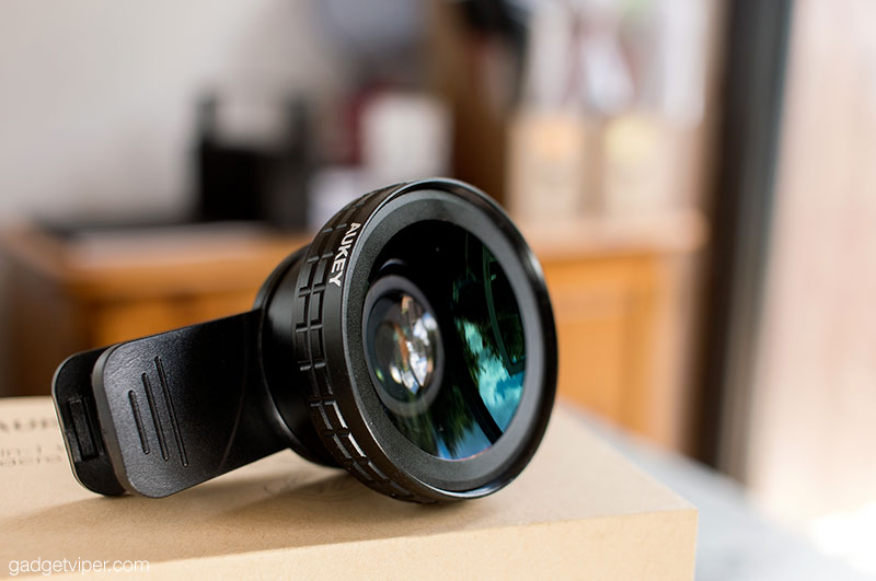 The build quality of the Aukey smartphone camera lens