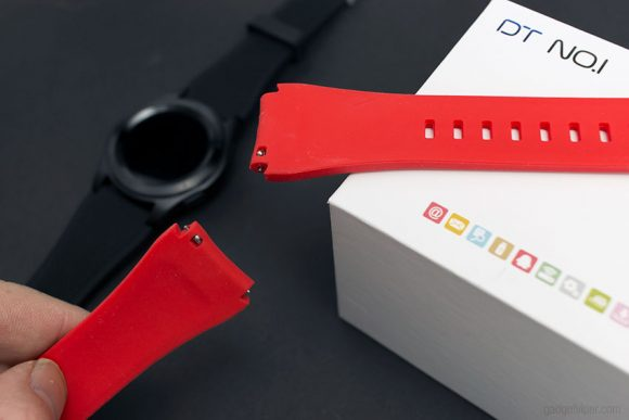 The G8 Smart Watch quick switch strap