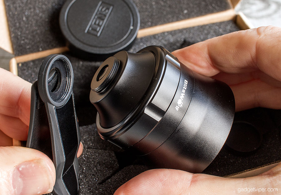 Attaching the Blitzwolf Smartphone telephoto lens to the universal clip