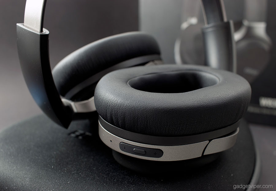 The manual control buttons on the Edifier W830BT Wireless Headphones