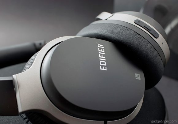 Pairing the Edifier W830BT Bluetooth Headphones