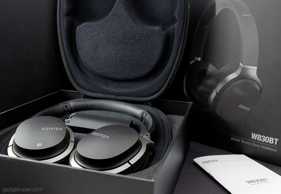 Unboxing the Edifier W830BT headphones