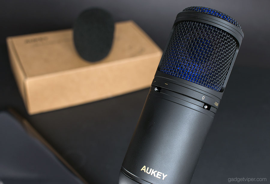 The AUKEY USB condenser Microphone illuminated blue