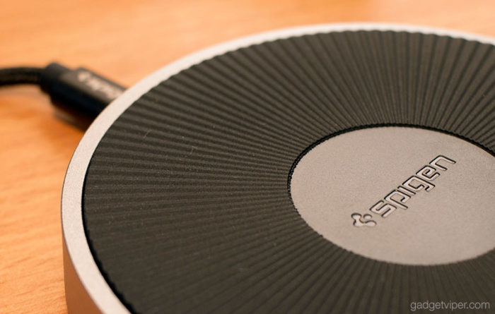 The non-slip rubberized top surface on the Spigen Fast Wireless Charging pad