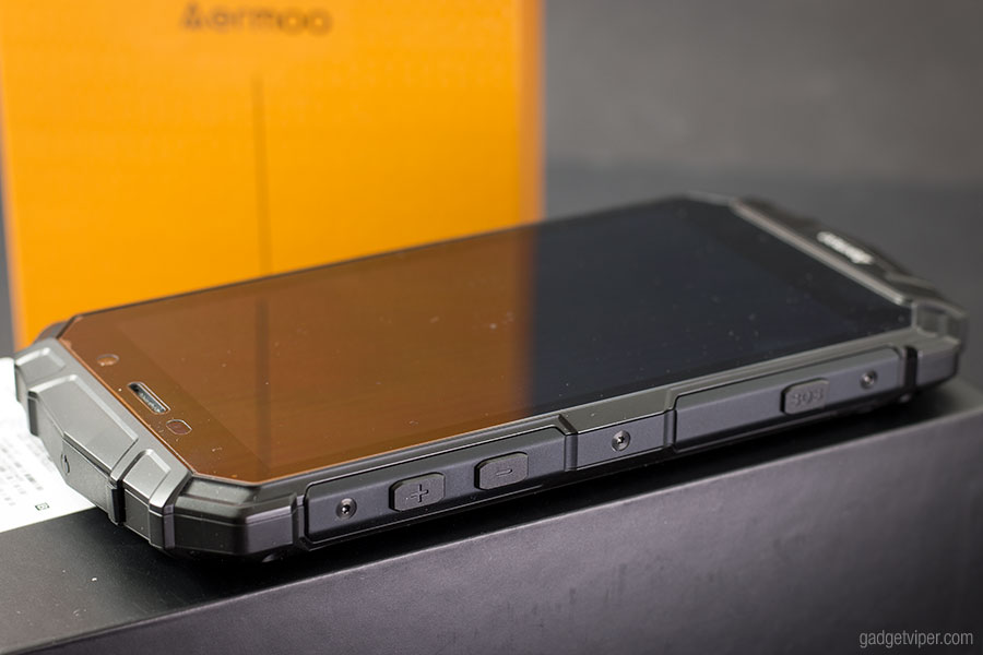 The design and build quality of the Aermoo M1 smartphone