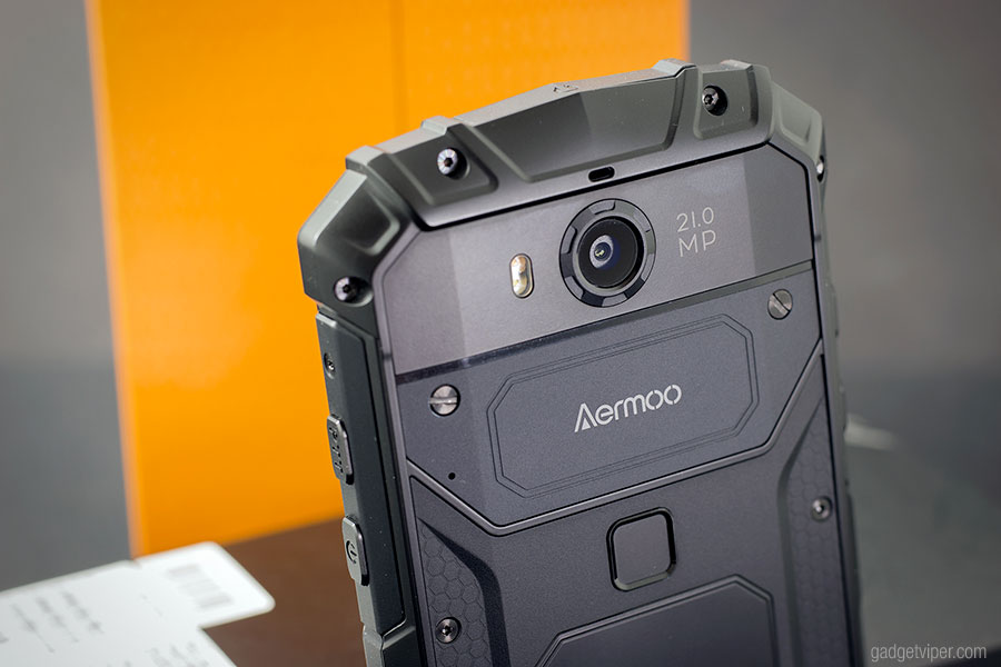 The sexy looking rear on the Aermoo M1 rugged smartphone