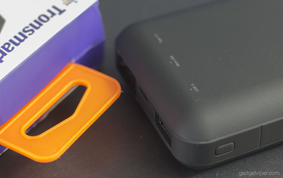 The build quality of the Tronsmart PB20 portable phone charger